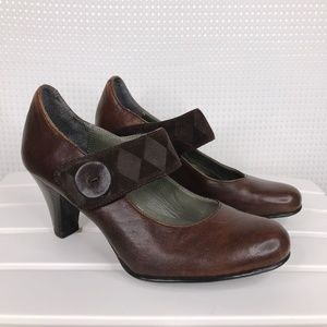 BORN Mary Jane Brown Leather Suede Heels Size 8 39